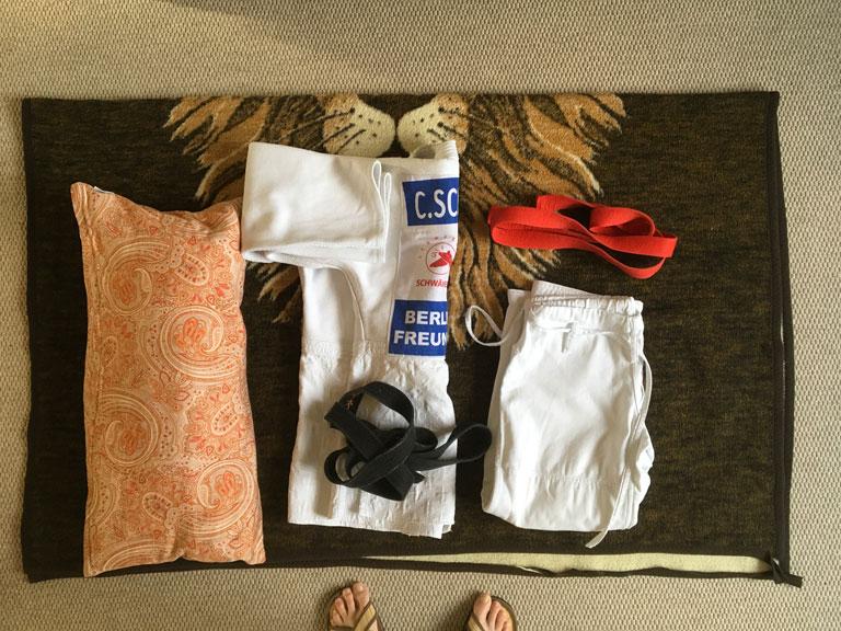 BJF voll kontaktlos: Corona-Woodoo-Judo-Puppe Tomo Dachi; Anleitung 1 - benötigtes Material